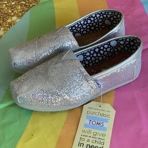 Woman's Toms NEW w tags sparkly silver